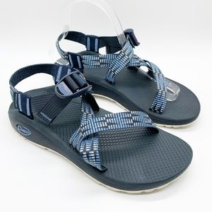 CHACOS Z CLOUD  LIKE NEW.   SIZE 8.